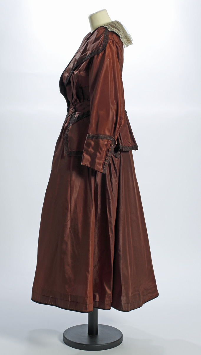 Sörmlands museum · SLM 12367 1-2 - Tvådelad klänning av brunt siden ... bae618e02bd32